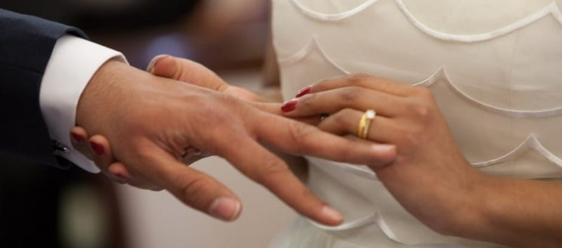 THE ENGAGEMENT IS OFF… WHO KEEPS THE RING?